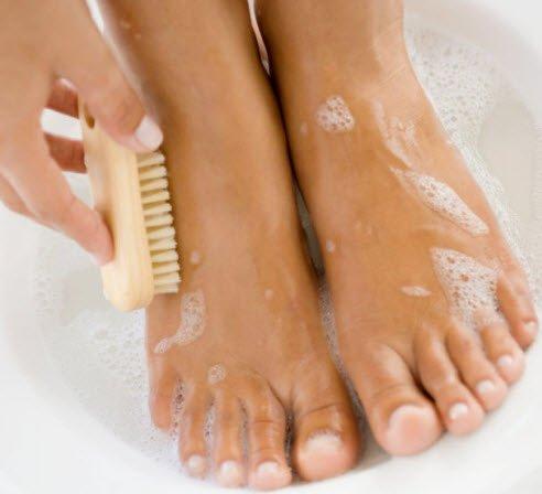 4 moduri de a scapa de mirosul neplacut al picioarelor