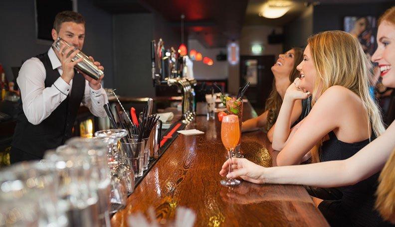 Cum să întâlnești fete bucuresti în baruri și cluburi
